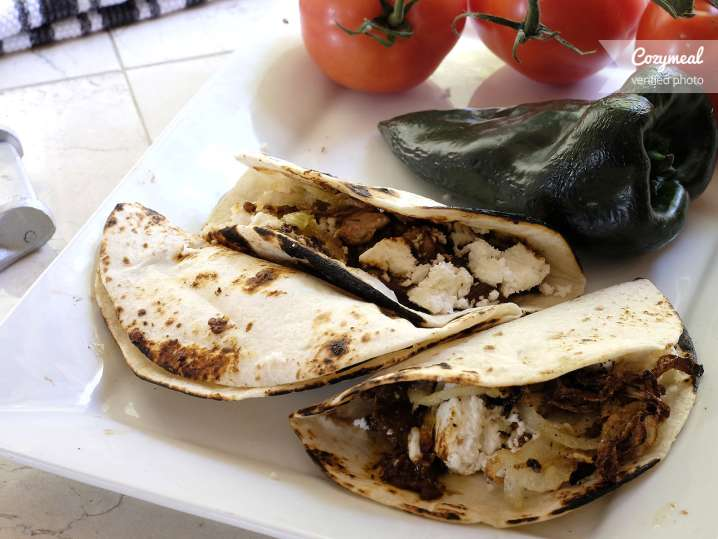 red mole chicken tacos