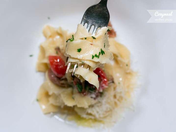 Tagliolini Pasta with tomatoes and garlic