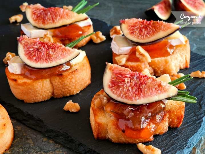 fig marmalade and blue cheese crostini with bacon