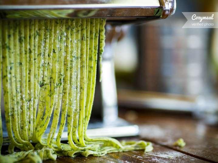 making spinach fettuccine