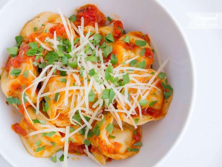 ravioli with tomato and basil sauce