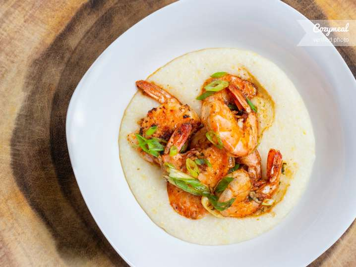 shrimp and grits with peppers