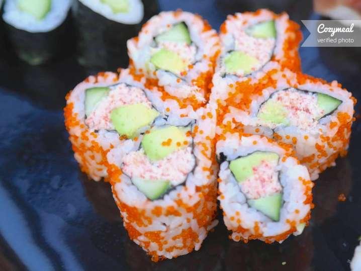 crab maki sushi