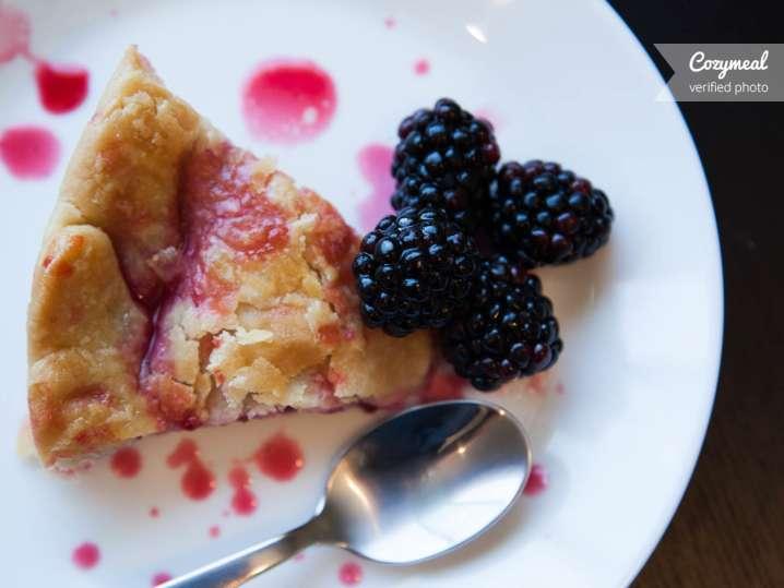 Blackberry cobler pie