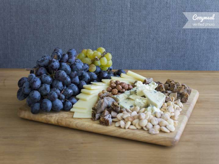 Cheese and Fruit Dessert Plate