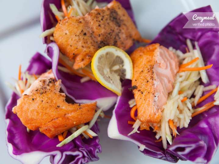 Salmon wraps with cabbage