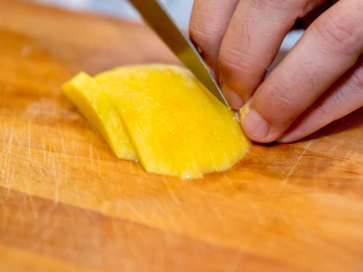 chef slicing mango
