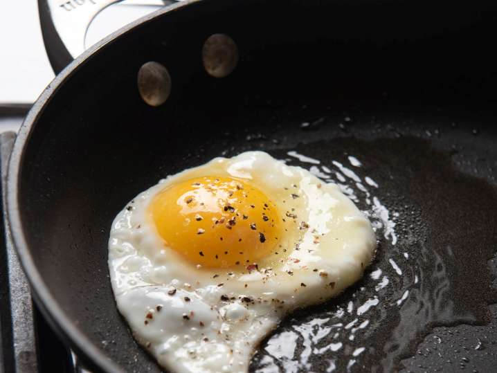 egg frying in a pan