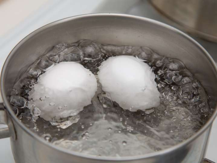 soft boiling eggs in a pot