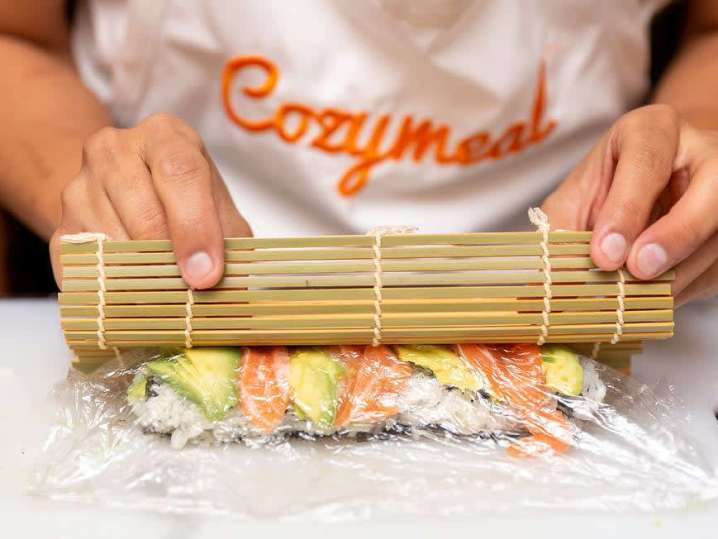 Making Salmon Avocado Roll | Classpop
