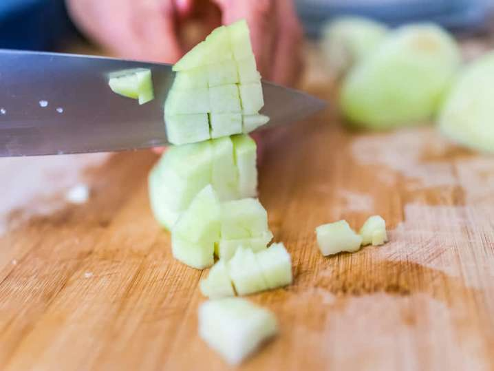 chef slicing apples | Classpop