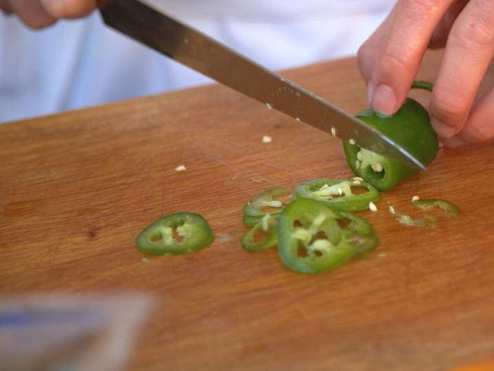 slicing jalapenos | Classpop
