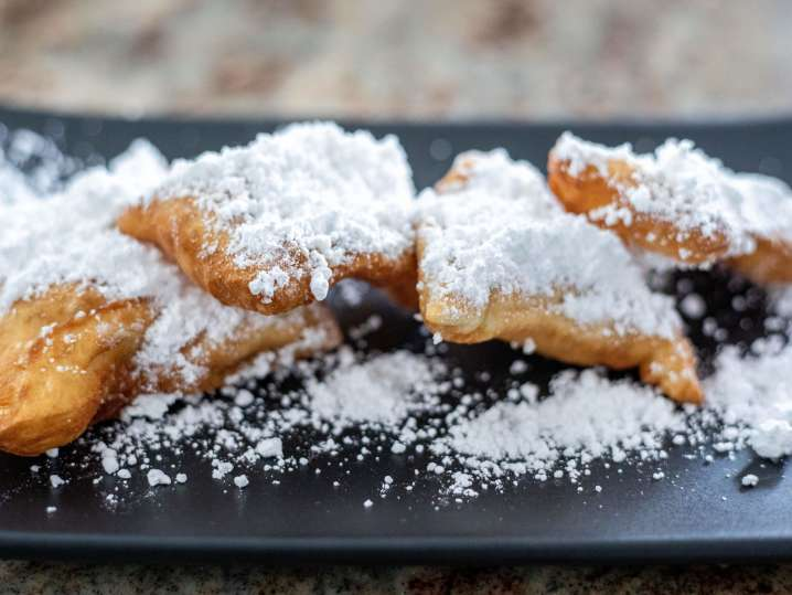 beignets with powdered sugar | Classpop