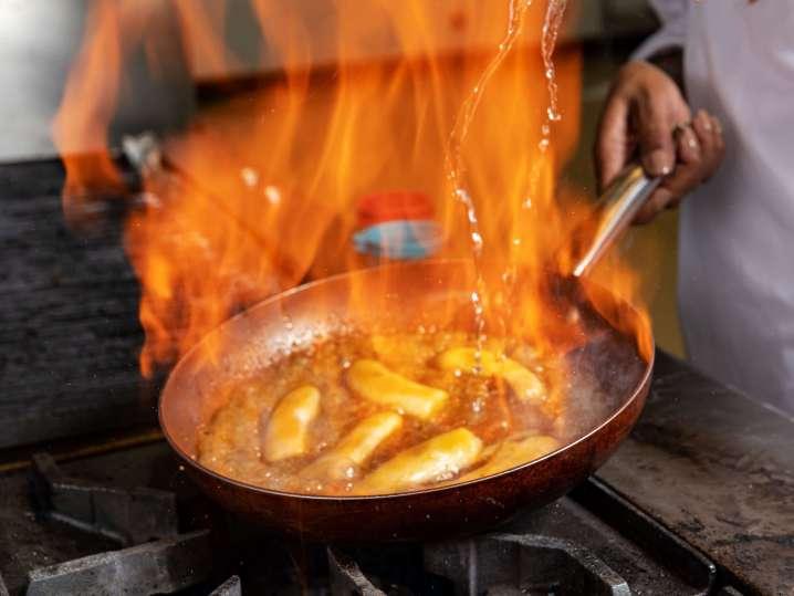 bananas foster in flames | Classpop