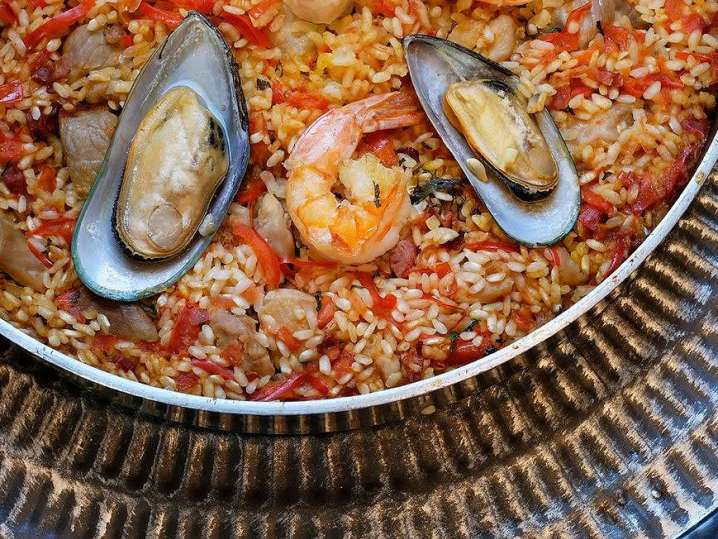 seafood paella with mussels and shrimp | Classpop