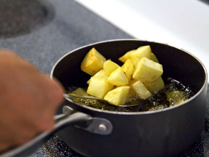 frying patatas bravas | Classpop
