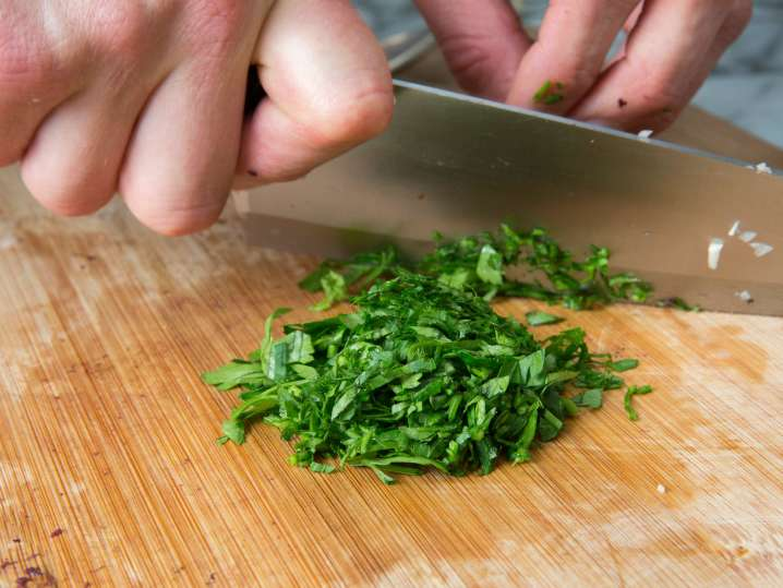 chef chopping parsley | Classpop