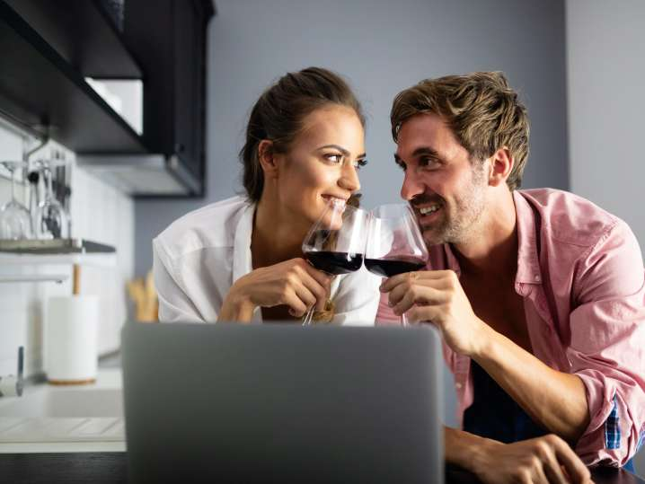 people drinking wine and taking an online cooking class | Classpop
