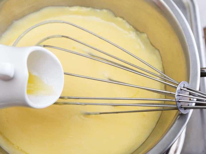 making hollandaise sauce | Classpop