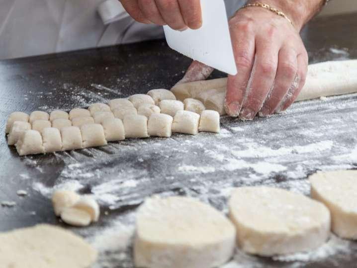 chef cutting gnocchi | Classpop