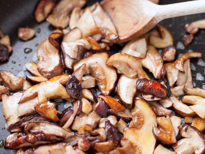 sauteing porcini mushrooms | Classpop