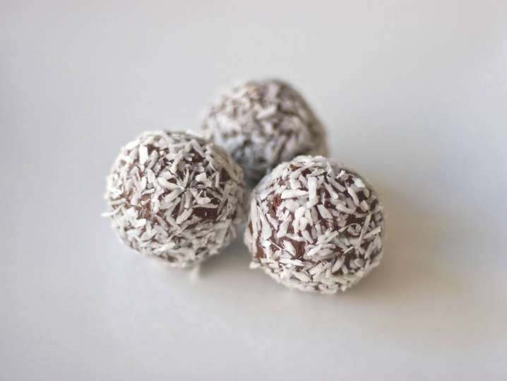 date and coconut balls | Classpop