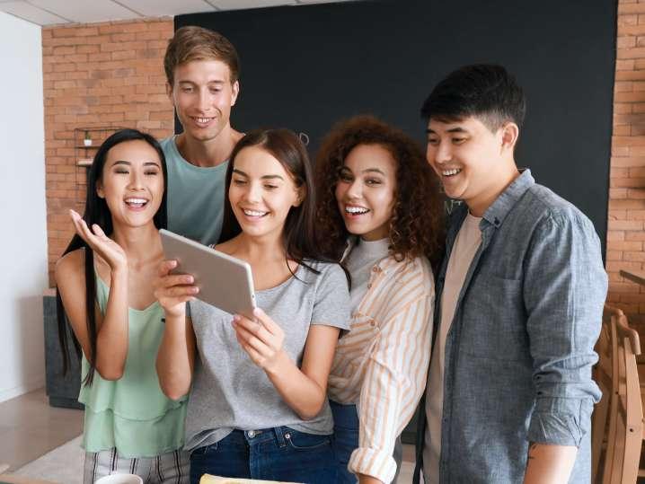 friends taking an online mixology class   Classpop