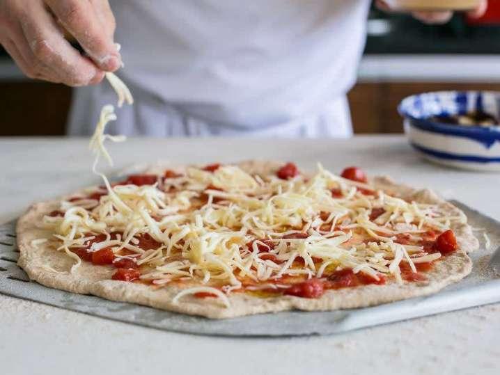 chef making homemade pizza | Classpop
