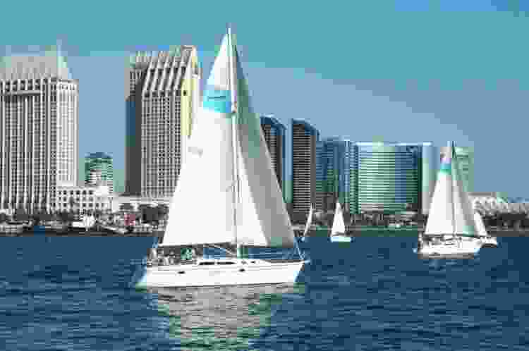 going sailing on the pacific is one of the best team building activities in san diego