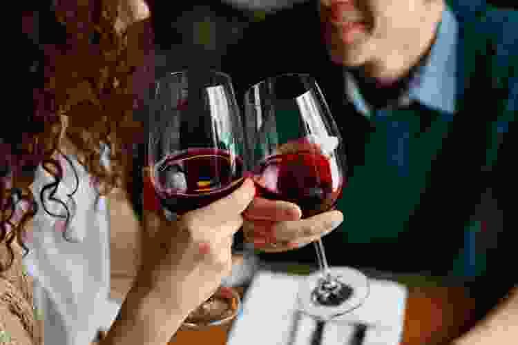 couple enjoying a virtual wine tasting