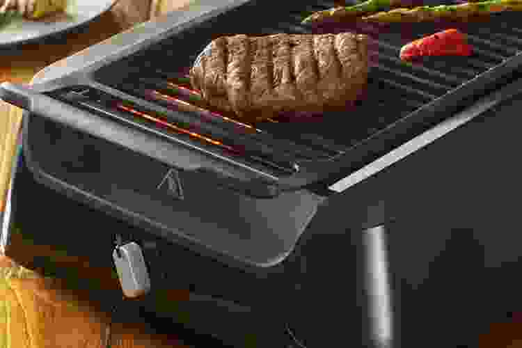 Philips Smokeless Indoor Grill is one of the best grilling gifts