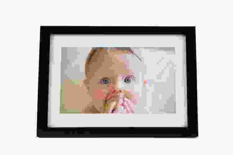 a skylight digital photo frame is a thoughtful gift for couples