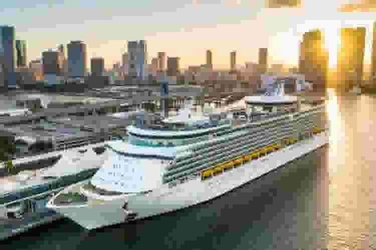 royal caribbean cruise ship at port