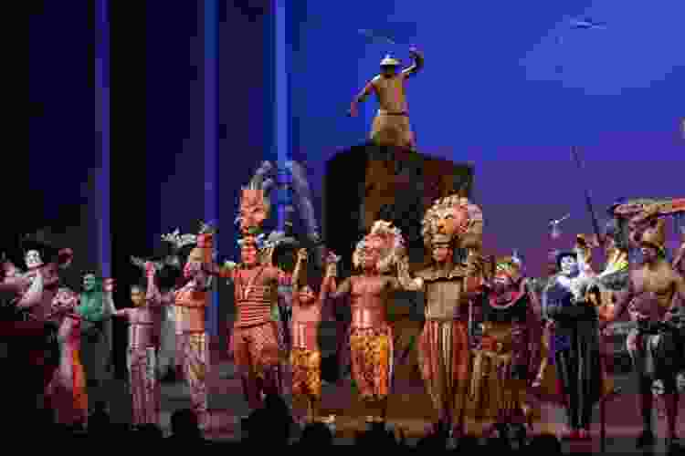 actors performing the lion king on broadway