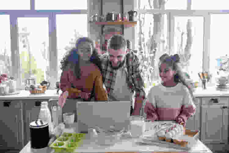 dad taking online cooking classes with his kids