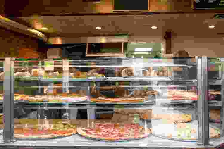 enjoy a landmarks of manhattan pizza tour in nyc