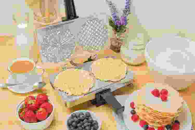 pizzelle iron with homemade pizzelle