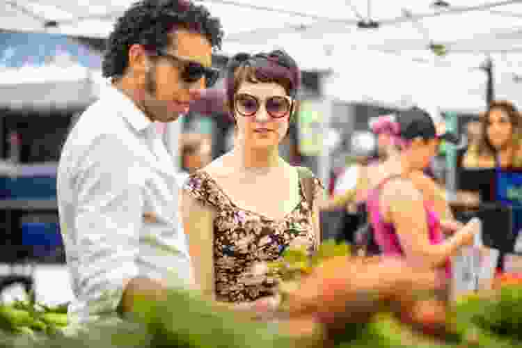 couple shopping for produce at the farmers market