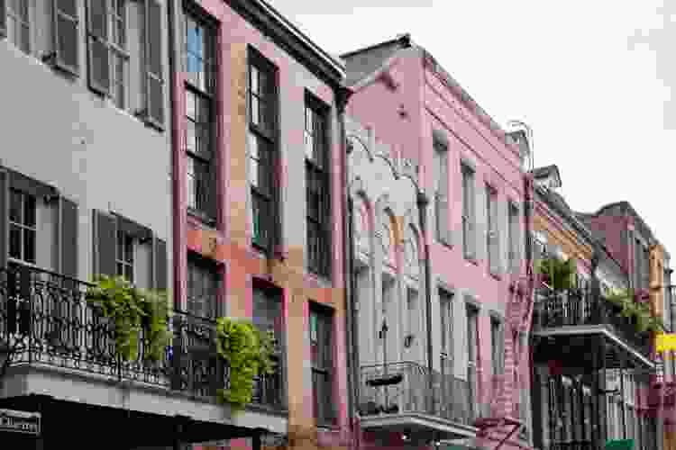 homes in a new orleans neighborhood