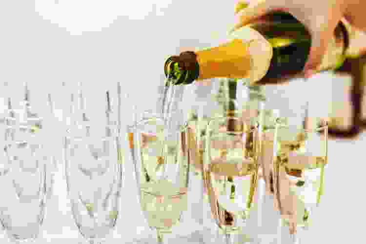 champagne flutes are popular types of wine glasses