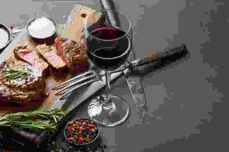 steak and red wine is a classic food and wine pairing