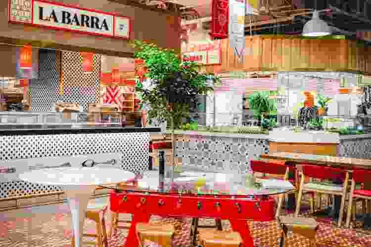 food court in mercado little spain