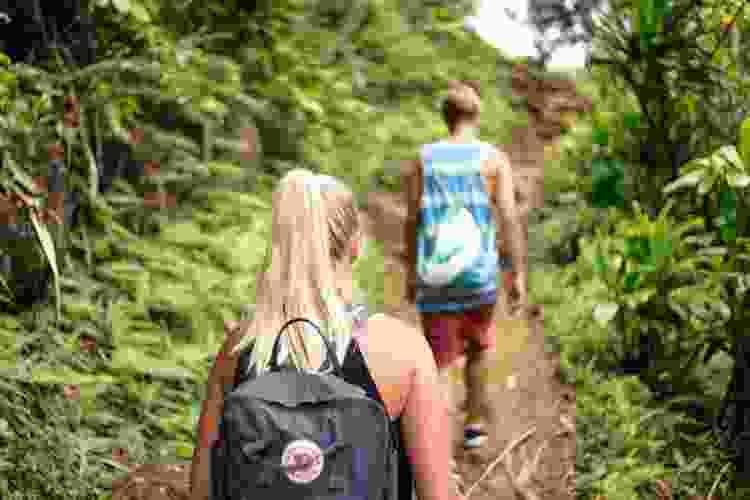 taking a hike is a fun date idea in dallas