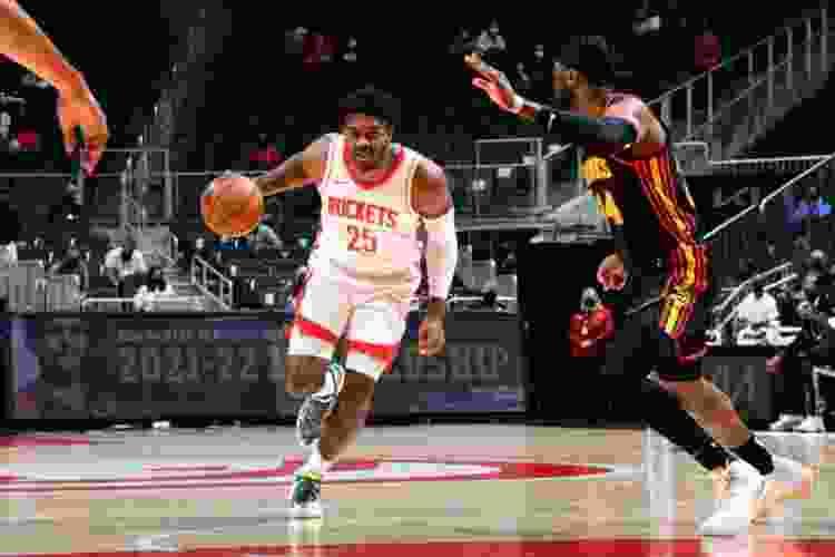 houston rockets playing basketball