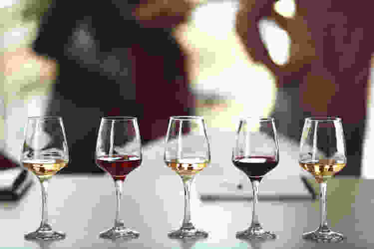 learn how to taste wine like an expert in a virtual wine tasting