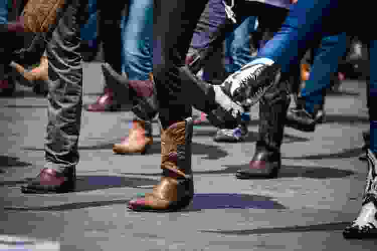 learning to line dance is a fun date idea in chicago