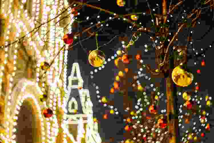 a Holiday Light Tour is a holiday party idea to celebrate the season