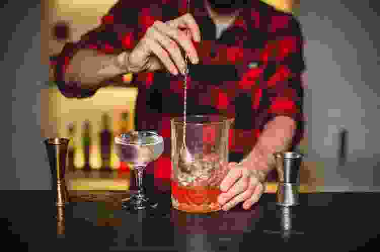 bartender teaching mixology