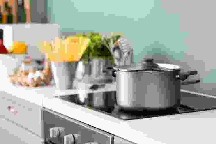 buying the right cookware for glass top stoves