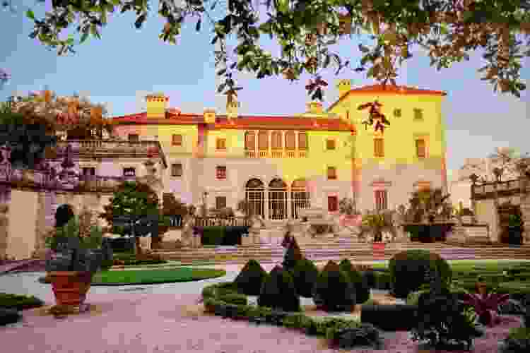 visit the vizcaya museum and gardens for a romantic date idea in miami